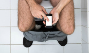 Here's Why You Should Stop Bringing Your Phone To The Bathroom